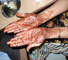 Eisha's henna hands (zen) Tags: wedding woman india hands fig bridesmaid breakroom henne henna mehendi pune mehndi eisha 20070205