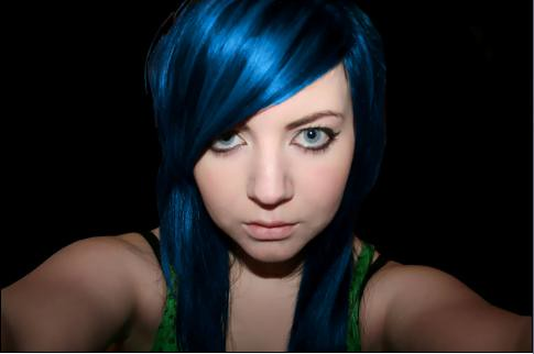 Emo blue hairstyle for emo girls