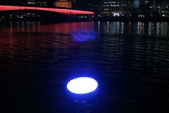 Beam me up! (helen.2006) Tags: blue light red reflection thames londonbridge river ghost strangeeffect helen2006 internalreflection inthelens inlens lblcomp036
