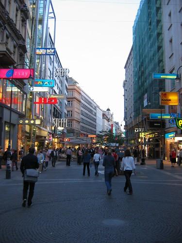 וינה, אוסטריה, מדרחוב קרטנרשטראסה