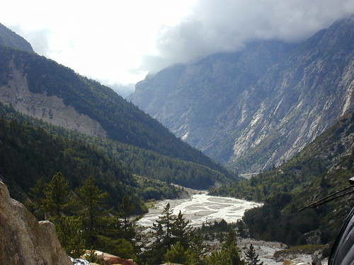 Trek from Gangotri to Gaumukh - view 3