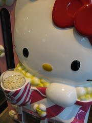 Hello Kitty popcorn vending machine (jasonkrw) Tags: hello japan hellokitty kitty popcorn kawaii vendingmachine yamaguchi  tokuyama  dispensor oij