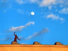 Mondsüchtig? (Joachim S. Müller) Tags: moon germany deutschland mond hessen artnouveau balance darmstadt hdr jugendstil mathildenhöhe daymoon hubertusvondergoltz stadtkrone tagmond zwischendenzeiten