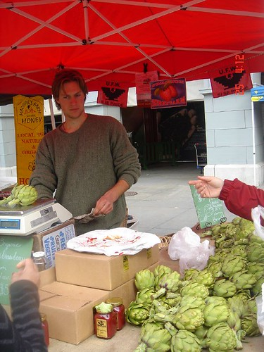 Hunk selling artichokes