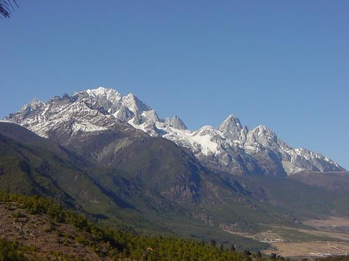 jade dragon montaña nevada