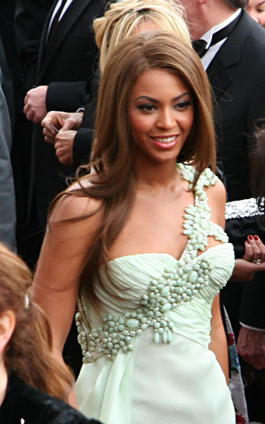 Hairstyle.com shows you how to copy Beyonce's hairstyles, so you can look