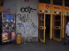 Praha (GerFeL) Tags: station underground prague metro prag praha tschechien ubahn czechrepublic easteurope banhof eskrepublika mitteleuropa czechy tsjekkiet