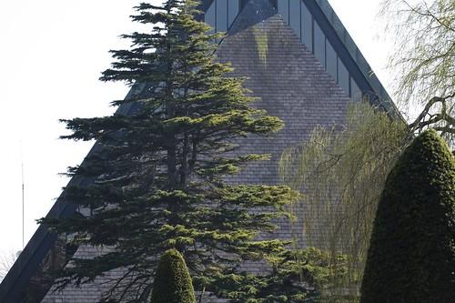CHURCH BESIDE THE BOTANIC GARDENS