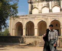 IMG 0093 e (Eric.Parker) Tags: india architecture muslim hijab 2006 modesty hyderabad niqab tombs qutbshahitombs moghal
