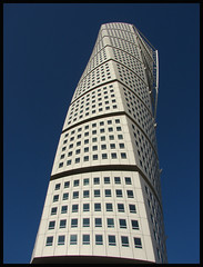 Girando - Turning (Unai Redondo) Tags: sweeden malmo suecia turningtorso goldenglobe thebigone 35faves superaplus aplusphoto favemegroup4 superhearts