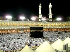 Ka'abah (الكعبة) (Waseef Akhtar) Tags: light people night photography worship mosque minarets makkah pilgrims akhtar ksa kaabah waseef masjidalharamshareef hawaalrayyanfav