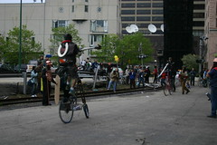 Bike jousting after the Version Fest art war, Chicago (fotoflow / Oscar Arriola) Tags: urban chicago art bike bicycle war exterior gardening version parades bikes 7 parade bicycles decorating merchandise fest jousting merchandisemart mart intervention versionfest artwar chicagoart uged artropolis