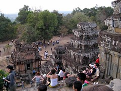 Downstairs, Phnom Bakheng (zmaricbgd) Tags: cambodia angkorwat phnombakheng a710is