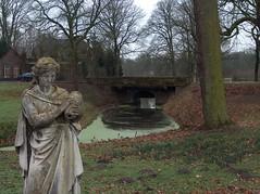 Coudewater - Statue & Bridge