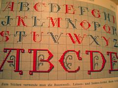 152_5267 (romibello.de) Tags: grid stitch type stick specimen raster stickerei schriftmuster alphabete