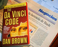 Just reading... (Jvr) Tags: book newspaper code bush davinci libro business navarro libros javi negocios periodico codigo inanimados javiru