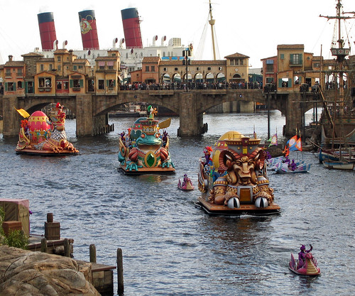 After the festivities end, all the barges and the key return to back stage.  What a wonderful show!  Courtesy of Ruth and Dave