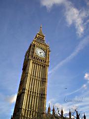 Big Ben (kamomeel™ (Hend AbduAllah)) Tags: uk greatbritain blue sky building london clouds europe unitedkingdom bigben أزرق سماء لندن سحاب بريطانيا أوروبا زرقاء انجلترا المملكةالمتحدة ساعةبيجبن