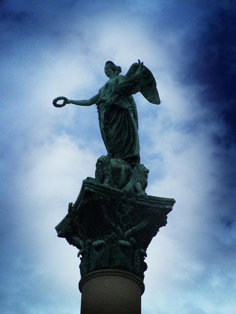 statue before neue schloss