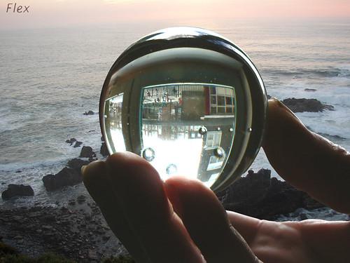 seeing the future (in a glazen ball) par Flexart