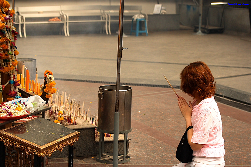 Prayer @ Four Face Buddha, Bangkok