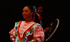 Timidez (Jesus Guzman-Moya) Tags: portrait woman face méxico mexicana mexico mujer dancers retrato dancer mexicanos puebla rostro bailarina bailarines chuchogm abigfave sonydslra100 jesúsguzmánmoya