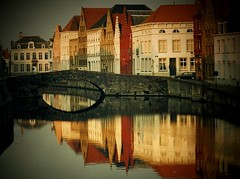 Brugge (The Venice of the north) (edwindejongh) Tags: bridge reflection belgium belgie brugge explore personalfavorite romantic bruges belgian cotc oldcity steden weerspiegeling reflectie offbalance veniceofthenorth oldcities travelphotos reflecties supershot romanticcity cotcpersonalfavorite schittering abigfave twtmeiconoftheday romatisch sunsetcity colorphotoaward oudesteden superhearts edwindejongh dedoka vanagram edwindejonghfotografie fotografieedwindejongh mtrtrophyshot