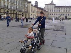 20061001_05_piazza (blognotes) Tags: torino tommaso elena 200610