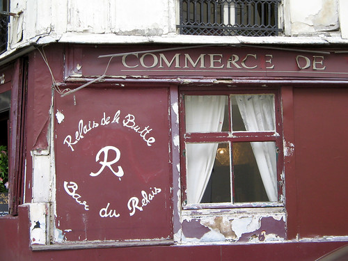 Side of restaurant in Montmartre