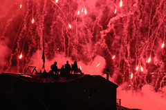 Fire in the sky, Seattle (Piero Sierra) Tags: seattle red sky usa wow fire glow fireworks smoke silhouettes houseboat fourthofjuly lakeunion patriot patriotism july42005 0x8c2429