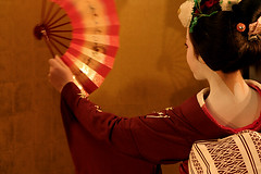 Maiko (Masahiro Makino) Tags: girl japan kyoto dancing maiko kimono   gtaggroup goddaym1 foldingfan abigfave angkorset