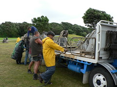 Day 21 helping out on the truck (te_kupenga) Tags: 2006 exhibition setup day21 kupenga gen06