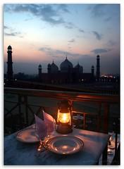 dinner for two (manitoon) Tags: pakistan sunset bravo couple mosque romance romantic lahore dinnerfortwo romanticdinner cocoosden ppc007 flickrmeetinlahore