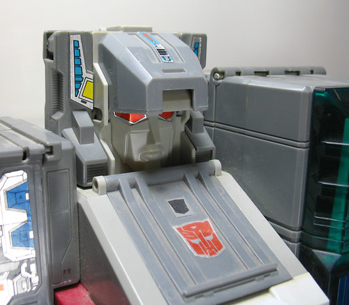 G1 Fortress Maximus, Cerebros, and Spike