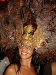 Bal Masqu (Ana Maria Santeiro) Tags: smile mask beautifulwoman sorriso pens smilingeyes mscara plumas esplendor balmasqu beautifulsmile anamariasanteiro mulherbonita sorrisobonito bailedemscaras olhossorridentes