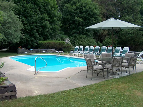 Applegate Inn Grounds and Pool