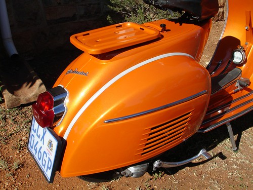 Orange Vespa VLB, a few more photos