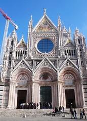 哥德樣式代表的 Siena 主座教堂