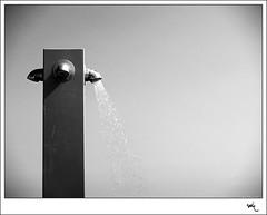 Viuoter maifren (manolotoledo) Tags: bw white black blanco beach water digital shower gris agua negro playa olympus bn verano ducha zuiko grifo e500 zd olympuse500 40150mm espacionegativo odelot manolotoledo artlibre flickrdiamond