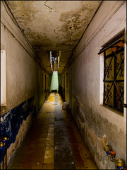 El Vestíbulo — The Hallway - by waywuwei