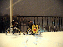My Commute Home (ibikempls) Tags: winter snow minneapolis commute mississippiriver surly brooks 2007 ortlieb pannier crosscheck washingtonavebridge rideyourbicycle schmidthub engineerworking stuporbowlxspokecard nokianstuddedtires