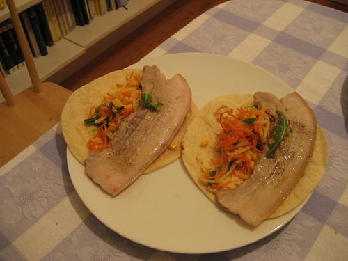 Tacos de panceta con r�cula, m�iz y apio.