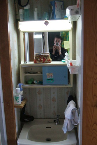 g_bathroom_sink.JPG