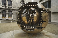 Kugel innerhalb einer Kugel im Trinity College