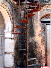 spiral stair in La Habana, Cuba (DanTheCam) Tags: spiral stair cuba treppe kuba hinterhof spiralstair wendeltreppe superbmasterpiece supermasterpiece flickrestrellas flickrstas
