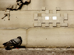 Space Invader... (LukeDaDuke) Tags: streetart paris france bird art frankreich pigeon space spaceinvader paloma pombo invader frankrijk taube francia piccione parijs colombe  parigi    duva      placeduchtelet