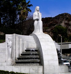Los Angeles - Hollywood Bowl (Chris&Steve) Tags: california usa fountain statue architecture losangeles arquitectura pin architectural hollywood artdeco harp waterfeature fx curved deco hollywoodbowl 2007 rbd hollywoodboulevard artdecostyle egyptianstyle 10millionphotos interwarperiod v1250i