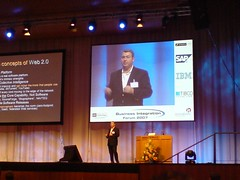 Dion Hinchcliffe beim Web 2.0 Kongress in Mainz (shopping2null) Tags: germany geotagged web plazes 20 mainz kongress shoppingzweinull web20kongressrheingoldhalle plaze7da54eb3d94c5a698c49317ce8aa6021 geo:long=82723010886641 geo:lat=50000556589956