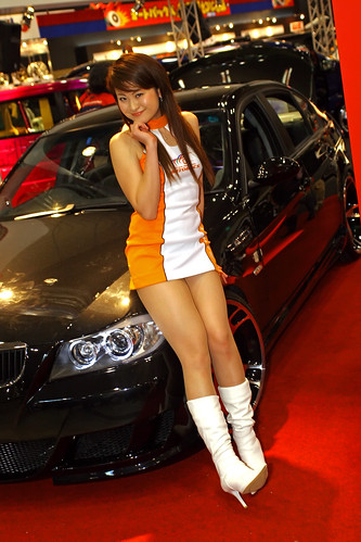 Automotive_Girl-Sexy-Fiat_asian_Babe