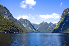 Magnificent Doubtful Sound (f0rbe5) Tags: blue newzealand mountains green water wow landscape 350d scenery 2006 100v10f cliffs sound southisland aotearoa doubtful doubtfulsound hols fjordland oceania geological naturesfinest 10faves awesomenature specnature scenicwater
